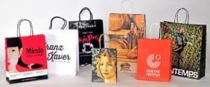 Papiertaschen im Offsetdruck mit Kordel und Umschlag
