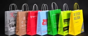 Papiertaschen mit Kordelgriff