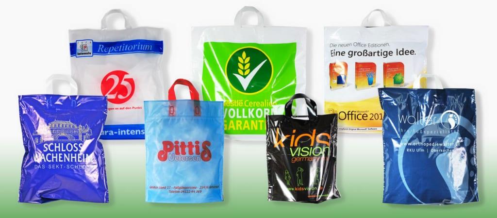 Attraktive Einkaufstüten aus Plastik mit Trageschlaufe