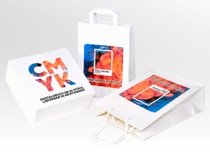 Papiertaschen im Digitaldruck farbig bedruckt